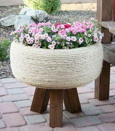 Spruce up your garden with these cheap and easy DIY garden ideas. From DIY planters to container gardening ideas, there are plenty of garden projects on a budget to choose from. Garden Crafts, Garden Projects, Garden Art, Diy Crafts, Easy Garden, Home And Garden, Container Gardening, Gardening Tips, Organic Gardening