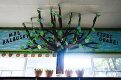 Learn how to make this amazing tree in your own classroom by Schoolgirl Style. Stop by for classroom decor, bulletin board ideas, classroom organization, themes, and hundreds of classroom photos! Classroom Tree, Classroom Setting, Classroom Setup, Classroom Design, Classroom Displays, Kindergarten Classroom, Future Classroom, School Classroom, Classroom Organization