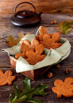 Autumn/ Fall These autumn leaf cookies look so yummy! Graham Cookies, Cookie Images, Autumn Cozy, Autumn Tea, Autumn Fall, Autumn Feeling, Autumn Coffee, Galletas Cookies, Autumn Aesthetic