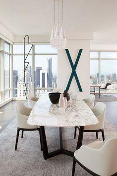 table salle à manger, table repas avec plateau en marbre dans un appartement moderne