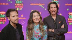 iCarly Is BACK: Freddie's Stepdaughter, Carly's New Best Friend and More Secrets REVEALED! - YouTube Jerry Trainor, Icarly Cast, Nathan Kress, Kids Choice Award, Choice Awards, Orange Carpet, Miranda Cosgrove, Comedy Series
