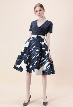 Step out with this sophisticated A-line skirt with its mature navy abstract watercolor design. The skirt is as appropriate for work as it is for date night. Slip into a black, frilly blouse to really play up the femininity.  - Watercolor painting pattern - Side pocket inserted - Split hem - Concealed back zip closure with hook - Lined - 100% polyester - Machine wash gently  Size(cm)Length  Waist XS         68     65 S          68     69     M        …