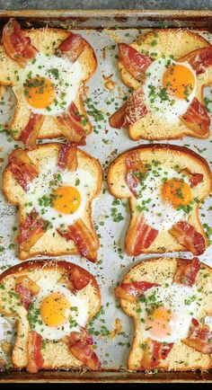 10 Healthy And Quick Breakfast Recipes – Wandernity Tired of eating toast for breakfast every day? Try these fresh ideas for easy to make and versatile breakfast. Keep it interesting and healthy! Fast Food Breakfast, Healthy Egg Recipes, Vegetarian Breakfast Recipes, Egg Recipes For Breakfast, Brunch Recipes, Simple Healthy Breakfast Recipes, Breakfast Recipes With Eggs, Breakfast Ideas, Simple Healthy Recipes