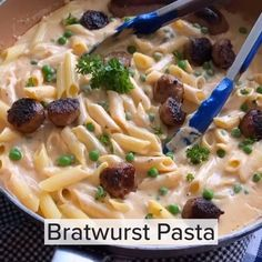 #ad Remember hot dogs in your mac n' cheese as a kid??? Now there's a grown up version of the dish using Hillshire Farm® Bratwurst at Target-where you can get 20% off with the Circle offer through 7/4! Pasta is smothered in a creamy cayenne-spiced sauce and sprinkled with parsley & parmesan, and 100% All Natural, fresh, never frozen sausage too! With bratwurst with 22g of protein per serving, and the addition of peas (or veggie of choice!), you can rock this adult version of the kid-classic… Easy Cooking, Cooking Recipes, Cheese Recipes, Pasta Recipes, Hillshire Farms Sausage, Main Course Dishes, Bratwurst, Side Recipes, Main Meals