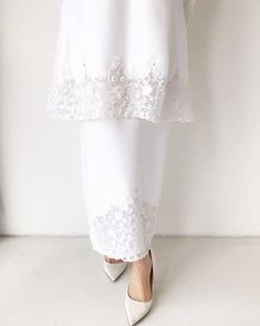 Image may contain: one or more people Muslimah Wedding Dress, Muslim Wedding Dresses, Wedding Hijab, Dream Wedding Dresses, Wedding Attire, Bridal Dresses, Malay Wedding Dress, Minimal Wedding Dress, Pakistani Formal Dresses