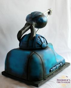 Skutter, Red Dwarf - cake by Helenmarie's Cake Boutique