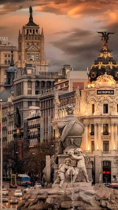 Madrid ❤🌞💡 Spain Congrats Use Live In Spanish, Places To Travel, Places To Visit, Visit Madrid, Foto Madrid, Madrid City, Madrid Travel, Europe, Spain And Portugal