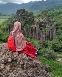 Real picture, SubhanaAllah.  #backpack #quenchua #decathlon . . #Lensa #Muslimah Dari Sudut Yang Indah . Like, Share and Tag 5 Sahabat Muslimahmu . Follow  @PesantrenYatim  Follow  @PesantrenYatim  Follow  @PesantrenYatim  . Join Us @MuslimahIndonesiaID  Karena Muslimah #Sholehah Itu Istimewa by @fitanofitalestari . #duniajilbab #wanitasaleha #beraniberhijrah #tausiyahcinta #sahabattaat #sahabatmuslimah #Hijab #Jilbab #Khimar #KaumHawa #MuslimahTraveller #NiqobSquad...