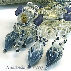 Amazing beadies by Anastasia as seen on Lampwork Etc.  Love some of these to play with in just about any color.  Had to be some intense torch work to make these pretties. I'd need lots more practice and probably a much bigger torch