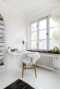 Love this little writing desk