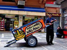 Os catadores de lixo muitas vezes são tratados com descaso pela sociedade, mesmo realizando um trabalho que ajuda na preservação do meio ambiente e na limpeza das grandes cidades. Foi pensando em mudar esse cenário que o grafiteiro Mundano, idealizou um projeto que merece nossa atenção, o Pimp My Carroça, que tem por objetivo questionar a atitude da população em relação a esses trabalhadores.    Mais em…