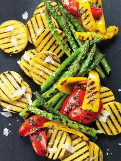 Try this simple recipe for Grilled asparagus — just five minutes on the BBQ heightens the earthy taste of this spring and summer staple. Grilled Asparagus Recipes, Grilled Veggies, Tofu Recipes, Healthy Recipes, Vegetarian Barbecue, Barbecue Recipes, Herb Oil Recipe, Shish Kebab, Grilling Sides