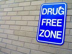 Drogy na internetu. Ročně umře přes pět tisíc lidí v Evropské unii v důsledku užívání drog. Zároveň dochází k rozmachu trhu s novými psychoaktivními