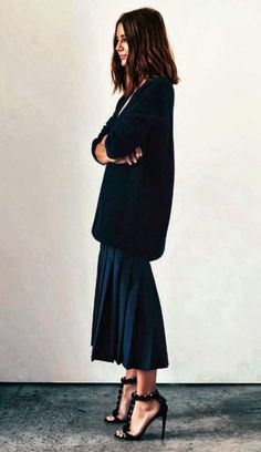 la modella mafia Christine Centenera street style chic in Alaia heels Look Fashion, Fashion Beauty, Winter Fashion, Street Style Fashion, Fashion Outfits, Fashion Heels, Fashion Black, Modern Fashion, Milan Fashion
