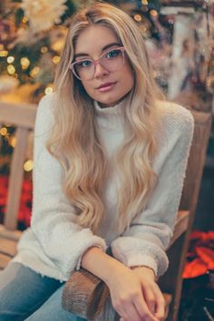 Bold frames, clear acetate, glittery glasses are just some of this Winter's trends. Enjoy beautiful eyeglasses and keep up with the trends. Remember, new year, new perspective. Dope Fashion, Punk Fashion, Fashion Beauty, Fashion Outfits, Pink Eyeglasses, Pretty Quinceanera Dresses, Model Face, Dye My Hair, Fashion Tips For Women