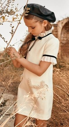 35 Amazingly Gorgeous And Cheap Dresses To Wear To An Outdoor Wedding Little Girl Fashion, Kids Fashion, Little Girl Dresses, Girls Dresses, Chanel Kids, Moda Kids, Outfits Niños, Look Vintage, Stylish Kids