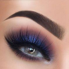 Check the best blue eyeshadow makeup looks to try this season and maintain a fresh, modern style. 65 Eye-Catching Blue Eyeshadow makeup Looks for Prom ? Makeup Goals, Makeup Inspo, Makeup Inspiration, Makeup Tips, Beauty Makeup, Hair Makeup, Makeup Ideas, Hair Beauty, Blue Eyeshadow Makeup