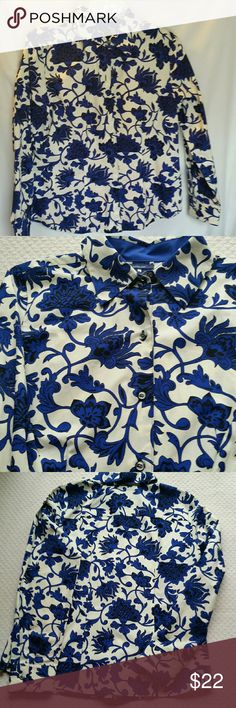 Westbound Womens 10 No Iron Royal Blue Cream Shir Beautiful Jacobean print in rich royal blue and cream. No iron shirt is perfect career staple. Westbound Tops Button Down Shirts