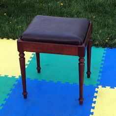 VINTAGE SINGER SEWING MACHINE CABINET BENCH STOOL CHAIR SEAT ATTACHMENT STORAGE