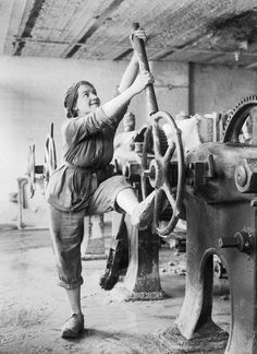 <b>These black-and white photos show women working as nurses, firefighters, and soldiers.</b>