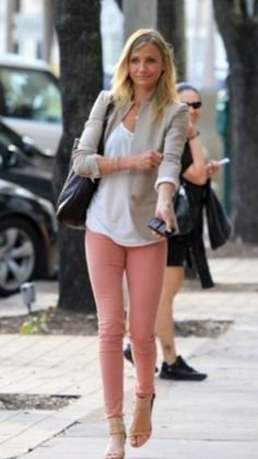 Love this! Khaki blazer, light coral skinny jeans, white tee, heels, outfit