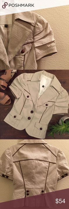 ☎️ Brown & White Striped Blazer From Bebe Size 6 ☎️NWOT brown and white striped cropped blazer from Bebe. Comfy cotton crinkle fabric. Size 6. New item; never worn. Fabulous layered with a white fitted Henley. New item; fabulous Christmas gift ❤️ bebe Jackets & Coats Blazers