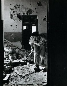 June A member of the Israeli government forces, the Haganah, in a building surrounding the old city, held by the Arabs. Robert Capa © International Center of Photography Henri Cartier Bresson, Magnum Photos, War Photography, Street Photography, First Indochina War, Robert Doisneau, Famous Photographers, Black And White, History