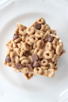 Gooey Peanut Butter Cereal Bars ~ get these ingredients from the organic market/Fair trade. :)