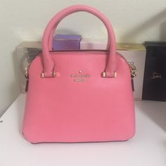 KATE SPADE HANDBAG New with tag. Sit in my closet for so long. kate spade Bags Crossbody Bags