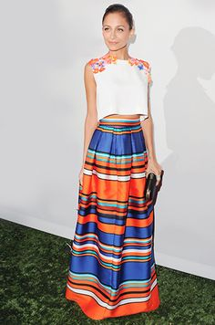 Con acento mexicano termina el año con esta propuesta de Nicole Richie. Mexican Inspired Dress, Mexican Style, Mexican Outfit, Mexican Dresses, Mexican Night, Mexican Party, Night Outfits, Oaxaca, Traditional Outfits
