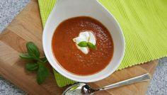 De ene tomatensoep is de andere niet. Deze is gemaakt van gegrilde tomaten, ui, knoflook. Kijk voor het volledige recept op www.dikkevriendin.nl