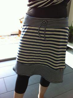 Jersey Rock - jersey skirt - freebook - tutorial - free pattern: http://www.frau-liebstes.com/2013/06/der-urlaub-kommtfreebook-fur-euch.html?m=1