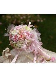 Grote handen en kleine roos bloem 27