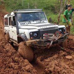 Land Rover Defender 110 Td4 Sw Se Extreme adventure sports Stuck in the mud. ONE LIFE,  LIVE IT.