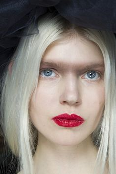 Go close-up on spring/summer 2015's hair and make-up backstage - Chanel #makeup #trend #ss15