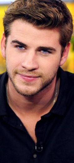Liam Hemsworth's eyes <3