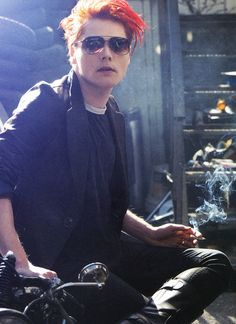 Gerard Way-I don't know what it is about this picture, but I love it