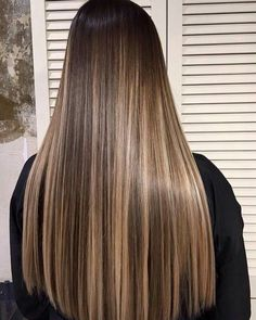 - nail and hand care in 2019 cabello, balayage cabello castañ Brown Hair With Blonde Highlights, Brown Hair Balayage, Hair Color Balayage, Balayage Hair Brunette Straight, Blonde Highlights On Dark Hair, Ombre Highlights, Hair Colour, Gorgeous Hair Color, Beautiful Long Hair