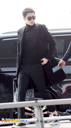 """EXO Sehun and """"Legend of the Blue Sea"""" Lee Min Ho wearing the same Louis Vuitton coat! Who Wore It Better? Earlier this month, EXO Sehun turned the airport runway of Incheon Internation…"""