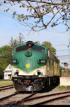 RailPictures.Net Photo: ME 489 Maine Eastern EMD FL9 at Cedar Knolls, New Jersey by Carl Perelman