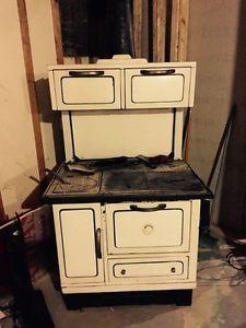 1875 majestic 644 antique wood burning stove cast iron. Black Bedroom Furniture Sets. Home Design Ideas
