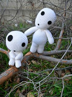 Kodamas are nature spirits and can be found wherever there are trees to be found. This amigurumi pattern will create Kodamas in a large size. There are 2 types of Kodamas, sitting and standing. This pattern contains both. Kawaii Crochet, Cute Crochet, Easy Crochet, Knit Crochet, Crochet Patterns Amigurumi, Amigurumi Doll, Crochet Dolls, Crochet Projects, Sewing Projects
