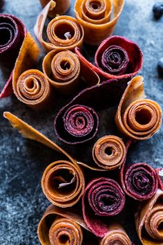 Homemade Fruit Roll-Ups-- they're so easy and you can customize to make your own favorite flavor! @hbharvest