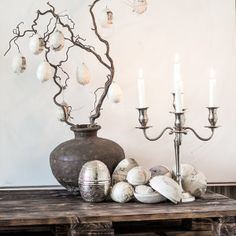 Witch Hazel is a good alternative when decorating an Easter tree. Easter eggs from danish Jeanne d´Arc Living. Easter Tree, Easter Bunny, Easter Eggs, Arcade, Candle Holders, Witch Hazel, Candles, Spring, Danish