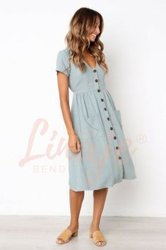 Outfits for everyday life. Outfit for women and the summer. A perfect summer and autumn dress for everyday wear - Modest dresses - Outfit Fashion Mode, Modest Fashion, Look Fashion, Womens Fashion, Ladies Fashion, Romantic Style Fashion, Fashion Brands, Queer Fashion, Fashion Websites