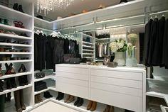 Acesse Blog da Teia Design e veja alguns pontos importantes em Closet. http://teiadesign10.blogspot.com.br/2014/10/closet-sonho-de-consumo-de-mulheres-e.html