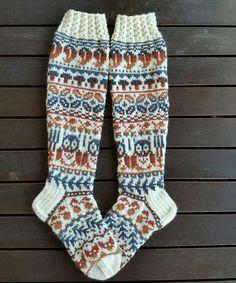 Taimitarhan syyssukat,  Ohje Niina Laitinen design Ravelry Wool Socks, Knitting Socks, Ravelry, Designer Socks, Leg Warmers, Pullover, Mittens, Knit Crochet, Knitting Patterns