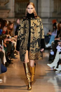Andrew Gn Fall 2020 Ready-to-Wear Fashion Show : The complete Andrew Gn Fall 2020 Ready-to-Wear fashion show now on Vogue Runway. 2020 Fashion Trends, Fashion 2020, Love Fashion, Runway Fashion, High Fashion, Paris Fashion, Lookbook Mode, Fashion Lookbook, Vogue Paris