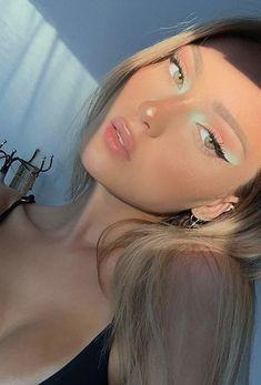 Makeup Eye Looks, Fun Makeup, Eyeliner Looks, Makeup Inspo, Beauty Makeup, Hair Beauty, Aesthetic Makeup, Aesthetic Girl, Graphic Eyeliner