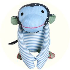 Jut en Juul Lifestyle for Kids : knuffel aap - Ludvig lichtblauw Franck Fischer, Nursery Bag, Fabric Toys, Sock Animals, Diy Toys, Softies, Tigger, Hand Sewing, Smurfs